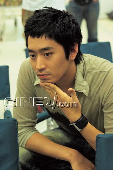 Mun Chong-hyuk (문정혁)