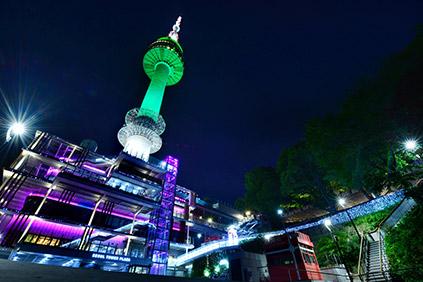 Вечерний вид на Сеульскую башню на горе Намсан