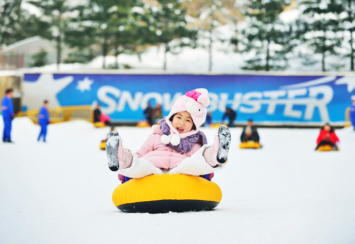 Having fun sledding at Everland