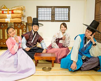Выставочный центр ханбока в Сеульской башне Намсан (Источник: Культурно-выставочный центр ханбока в Сеульской башне Намсан)