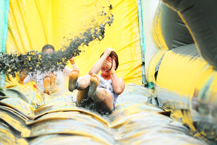 Baño de lodo (cortesía del comité organizador)