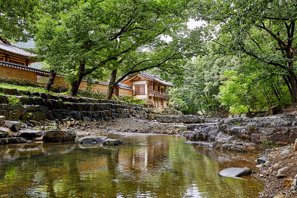 Valley stream near Dongnakdang House