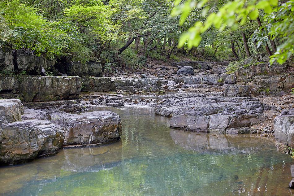 Oksan valley stream near Dongnakdang House