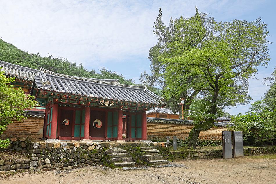 Oksanseowon Confucian Academy