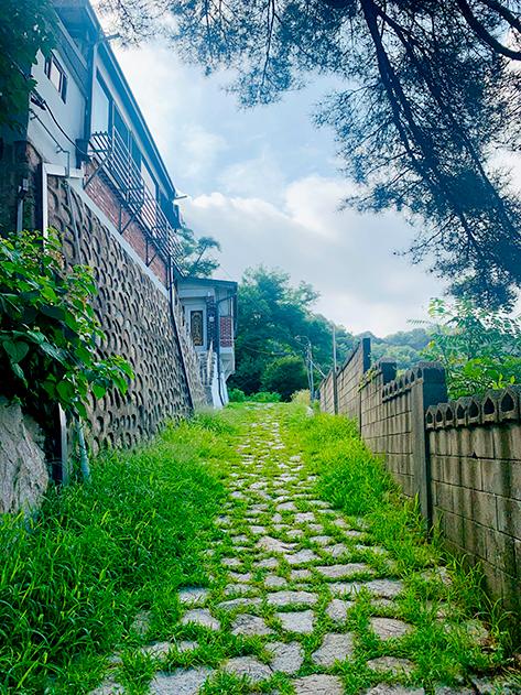 Path to Baeksasilgyegok Valley