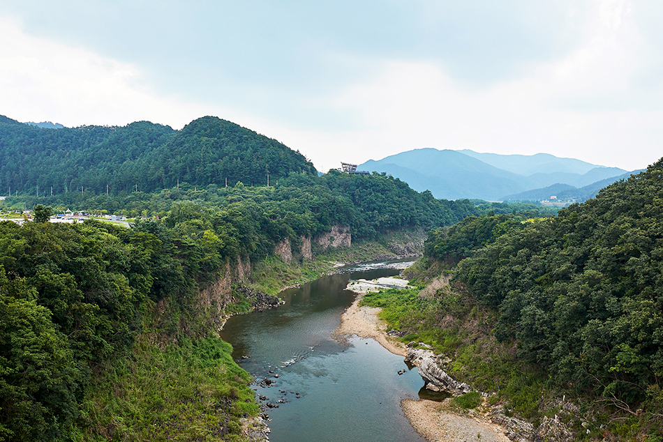 View of the Hantangang River from the sky bridge