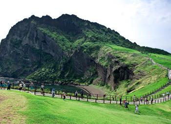 写真:済州オスレ10コースの松岳山