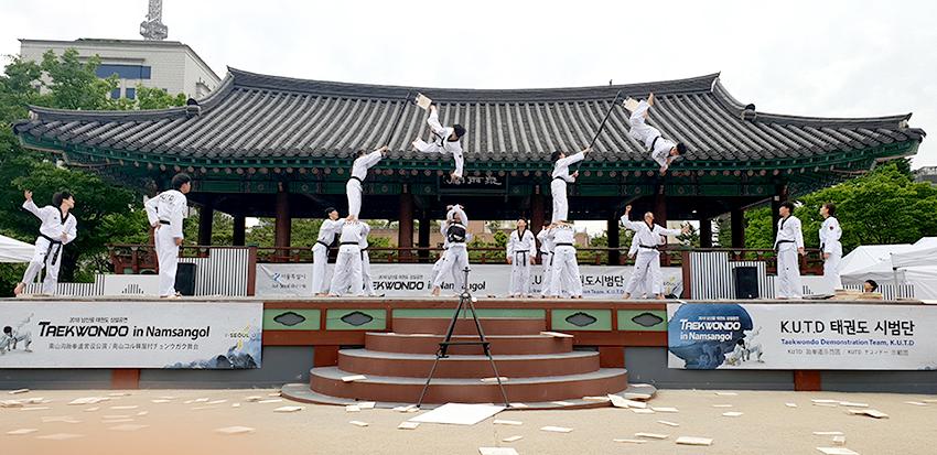 Мастер-класс по одной из дисциплин тхэквондо «кёкпха» (разбивание) (Фото предоставлено компанией Сесан кирок)