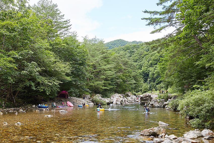 Tal Heungjeonggyegok (oben, unten links) & Campingplatz Heungjeonggyegok (unten rechts)