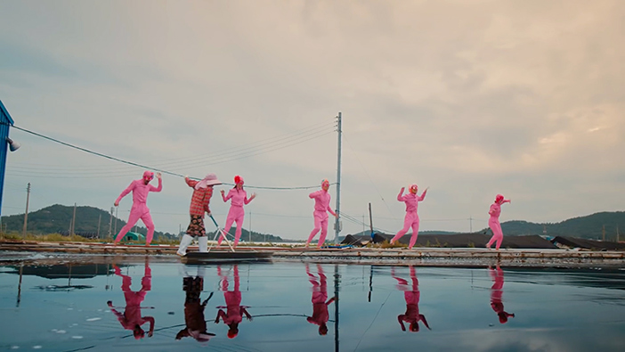 "Scène du marais salant Sungui dans le clip ""Feel the Rhythm of KOREA: MOKPO"""