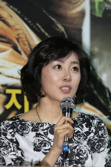Moon Jung-hee (문정희)