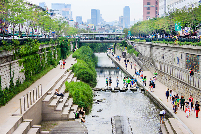 Cheonggyecheon Stream & Cheonggye Plaza