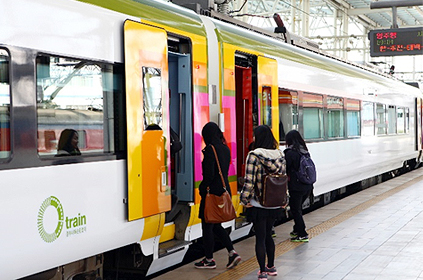 O-Train (Cortesía de KORAIL, fotos de arriba y de abajo a la izquierda).