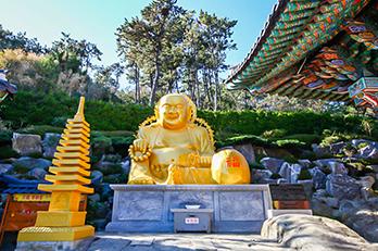 Photo: Scenes at the Haedong Yonggungsa Temple
