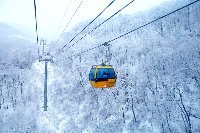 Lifts and skiers in winter (Credit (right): Elysian Gangchon)