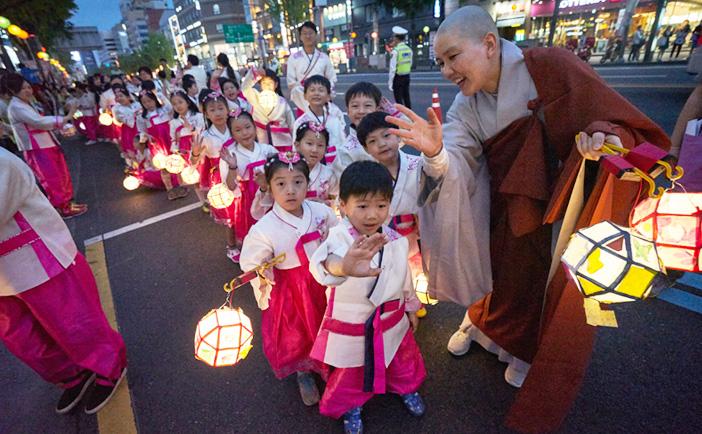 Jogyesa Temple Children's Parade during Yeondeungnori (Credit: Yeon Deung Hoe)