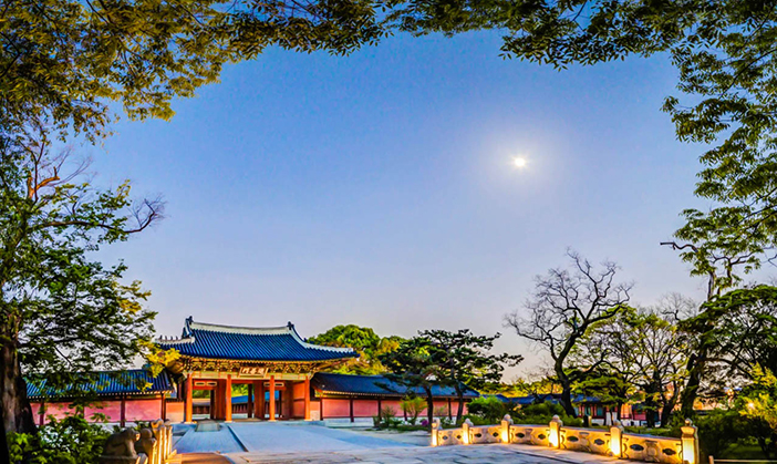 Night view of the Changdeokgung Palace Huwon (credit: Cultural Heritage Administration)