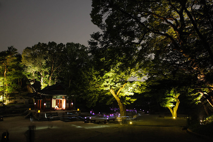 Night scenery of Huwon Garden (credit: Korea Cultural Heritage Foundation)