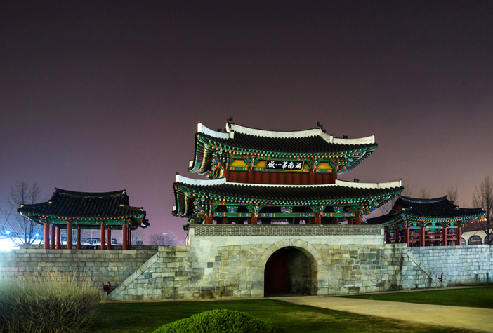 Night view of Pungnammun Gate