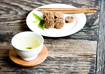 【 Photo: Traditional wild tea experience 】