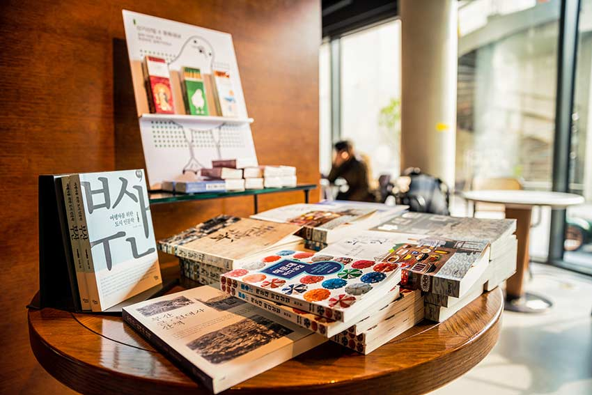 Kuratierte Bücher bei Eternal Journey in Korea