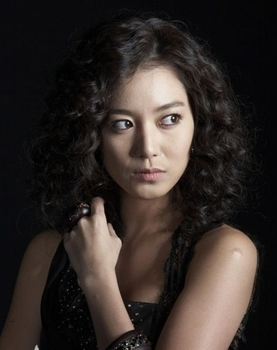 Lee So-yeon (이소연)