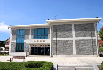 Ganghwa Literary Museum sitting close to Goryeo Palace Site