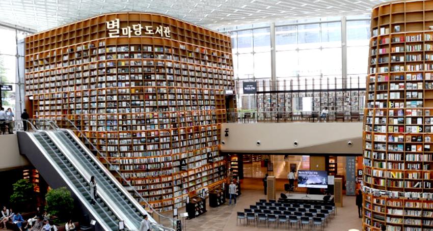 Entrada principal del COEX Mall (arriba a la izquierda) / Interior de COEX Mall (superior derecha) /Kakao Friends Shop (inferior izquierda) / Parque Pororo (inferior derecha).