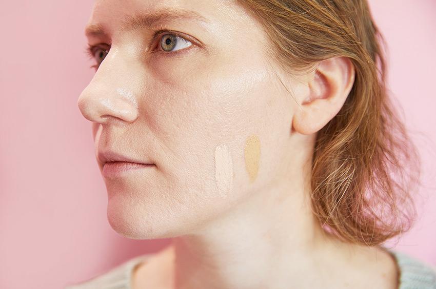 Нанесение базы под макияж
