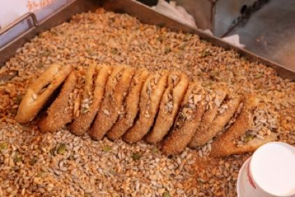 ssiat-hotteok (masa frita dulce con semillas)