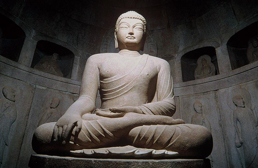 Главная статуя Будды в Гроте Соккурам (источник: Мэрия г. Кёнчжу)