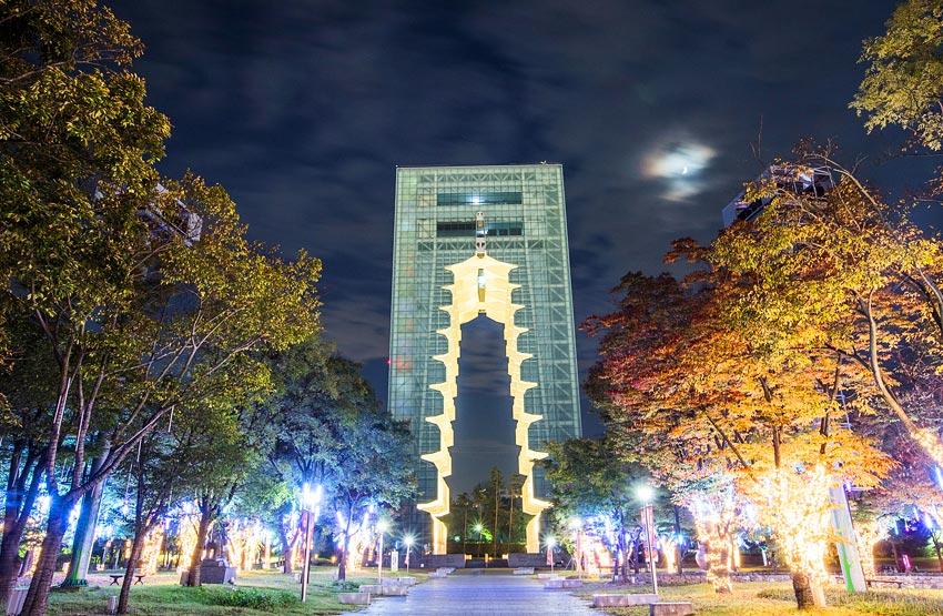 Башня в Кёнчжу, спроектированная в архитектурном стиле 9-ярусной деревянной пагоды Храма Хваннёнса