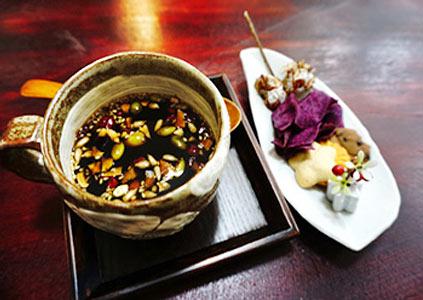 Традиционный чай и сладости