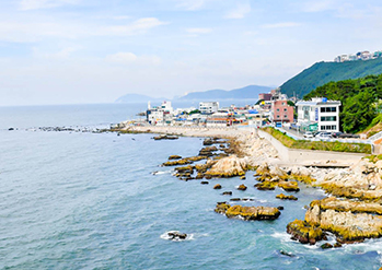 Photo: Cheongsapo coastline (Credit: Haeundae-gu)