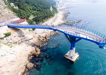 Photo: Cheongsapo Skywalk (Credit: Haeundae-gu)