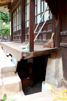 Underground shelter of Daemyeongheon House where independent movement activists used to hide