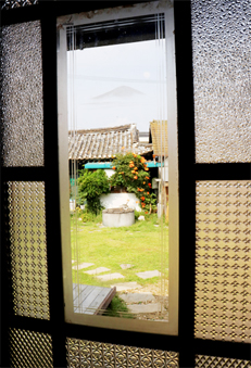 Manisan Mountain patterned glass windows