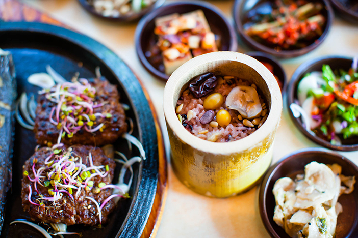 Tteok-galbi et riz en bambou
