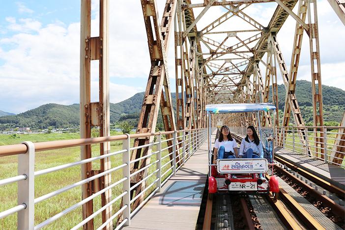 Gimhae Nakdonggang rail bike & Wine Tunnel (Credit (top): Gimhae Nakdonggang Rail Park)