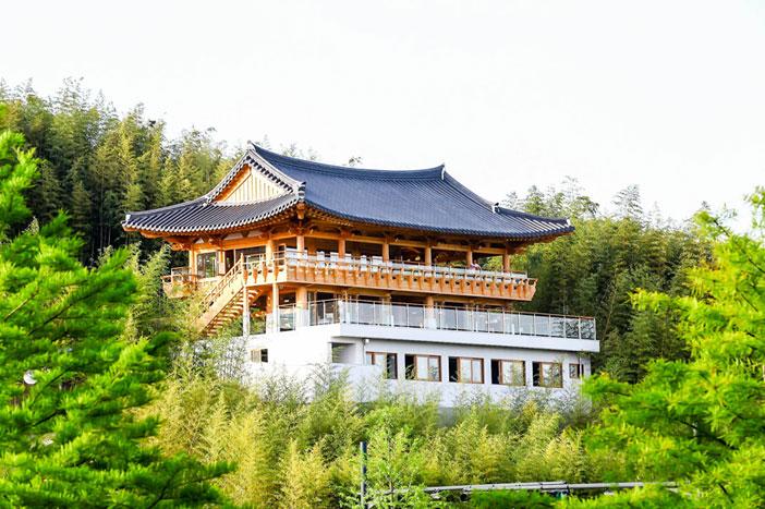 Bonghwangnu Observatory (top) & Siga Culture Village (bottom) (Credit: Damyang-gun)