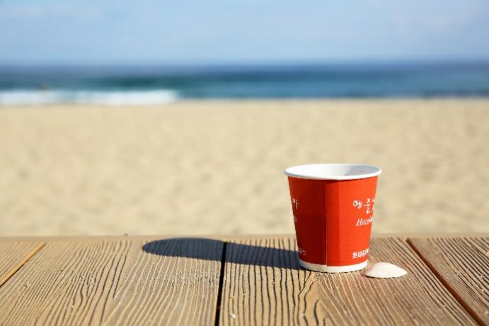 安木海邊的風景及自動販賣機的咖啡