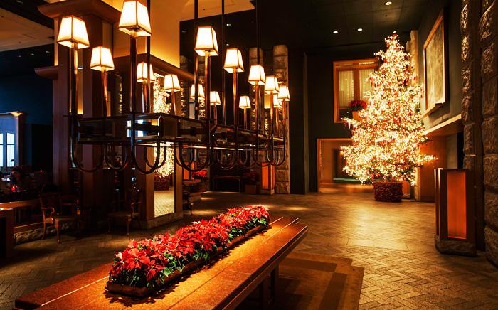 Christmas tree and decorations inside Grand Hyatt Seoul (Credit: Grand Hyatt Seoul)