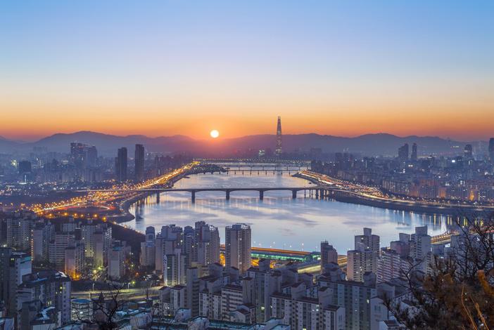 Seoul morning via Maebongsan Mountain