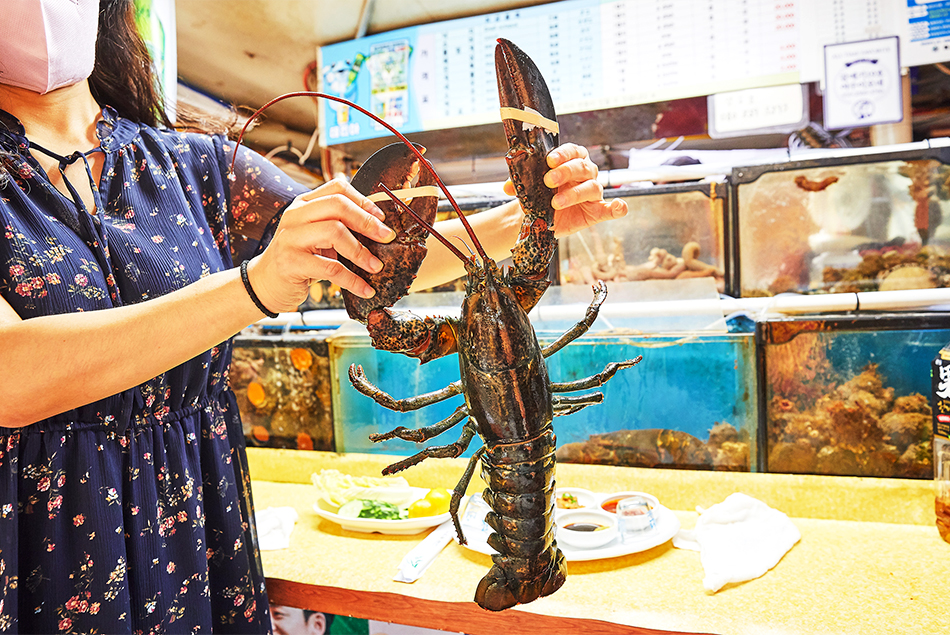 Lobster course at the Haeundae Food Stall Zone