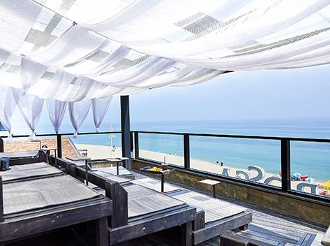 Cafés along Anmok Beach
