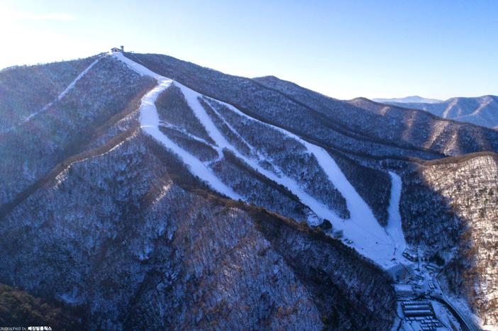 龙坪度假村滑雪场(提供: 龙坪度假村滑雪场)