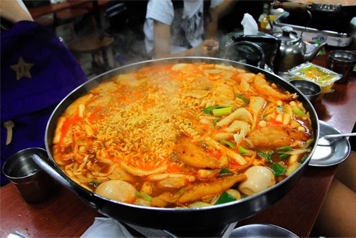 Plat express de Tteokbokki à Sindang-dong