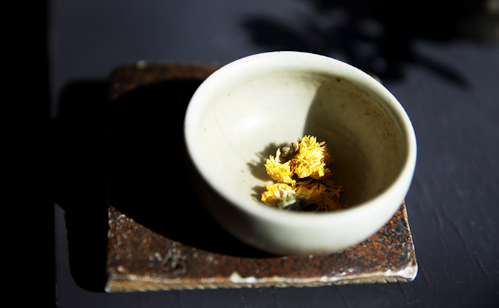 Chrysanthemum tea at Banjjak Banjjak Bitnaneun