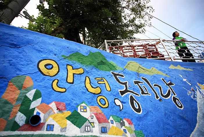 Настенные рисунки в деревне Тонпхиран