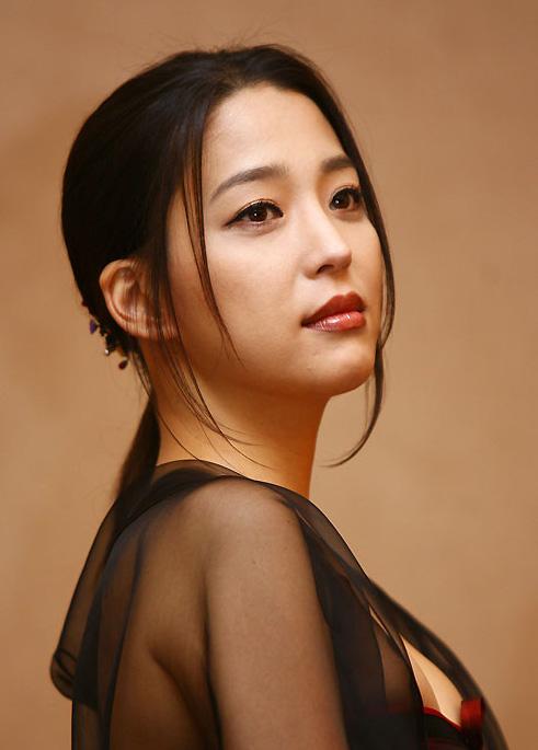Han Go-eun (한고은)